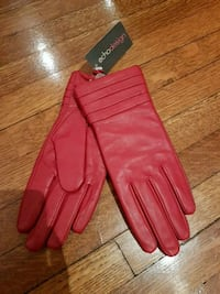 Womens red leather gloves  Toronto, M6C 1C5