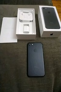 black iPhone 7 with box Yonkers, 10705