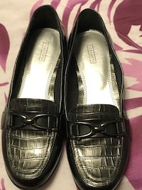 Pair smoked gray patent leather flats Clarksville, 37042