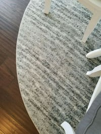 Grey and White 7ft. Round Rug Chantilly