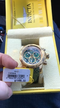 Round gold-colored invicta chronograph watch with link abnd Dallas, 30132