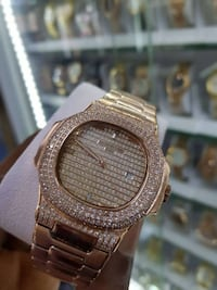 round gold-colored analog watch with link bracelet 3750 km
