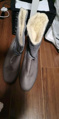 Brand new size 42 womans boots Toronto, M9B 3N5