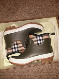 New  Burberry boots size 13T Odenton, 21113