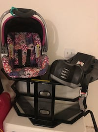 Baby trend car seat with base  North Las Vegas, 89031