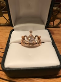 Beautiful!!! Gold Crown Ring with white diamond Sapphires