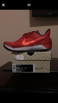 pair of red Nike running shoes with box Cedar Hill, 75104