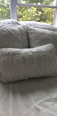 White decorative pillows  Hyattsville, 20782