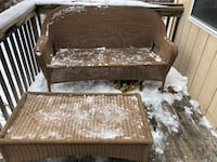 Wicker loveseat and table Des Moines, 50313