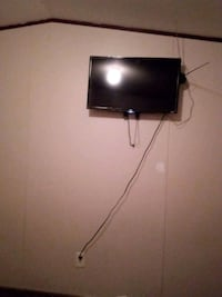 black flat screen TV with remote Fayetteville, 28306
