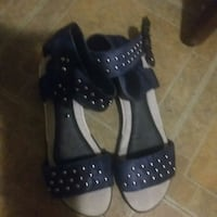 pair of black leather open-toe heeled sandals Windsor, N8W