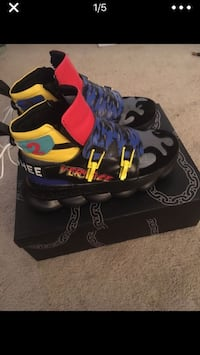 Versace chain reaction boots  (Sachee 2s) Temple Hills, 20748