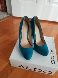 green Aldo leather platform pumps with box