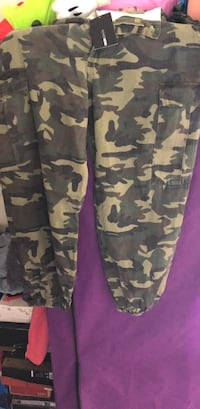 black and brown camouflage cargo pants Oakland, 94601