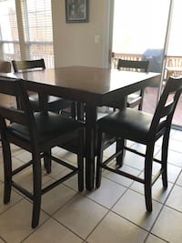 Square pub table with four chairs Leesburg, 20176