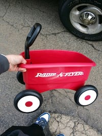 Kid's Radio Flyer Mini Wagon