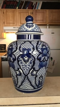 blue and white ceramic vase Trenton, 08618