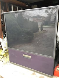 """Samsung 62"""" projection HD tv great picture great shapes"""