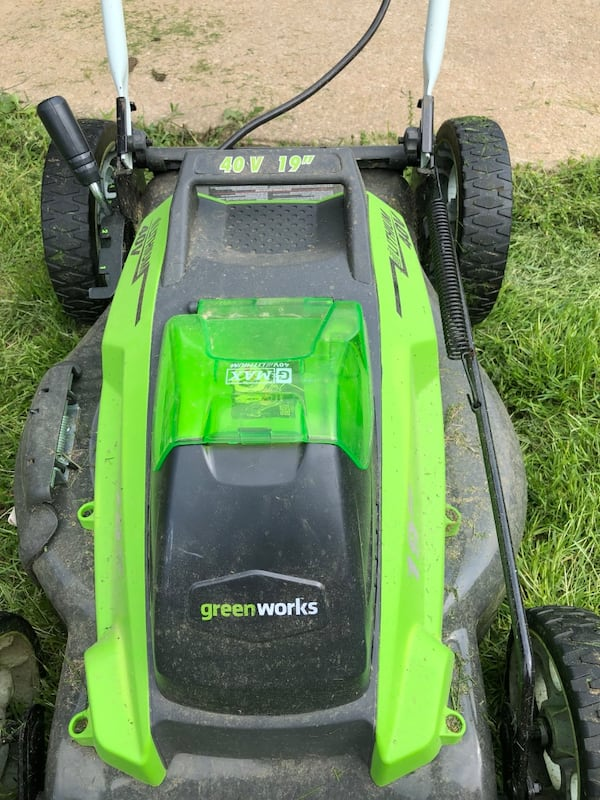 """Greenworks 40V 19"""" Push Mower w/ 2 batteries and charger ce92e542-749c-41c5-8712-ac077ced8a93"""