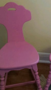 Pink chair I have 2 Dollard-des-Ormeaux