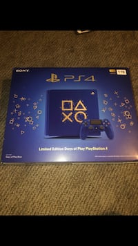 ps4 PS4 (4 days of play) w controller & 2 games. Louisville, 40214