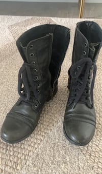 Steve Madden combat boots for ladies size 6 Coquitlam, V3J 0B6