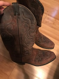 Pair of brown leather cowboy boots Manchester, 37355