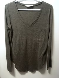 Bluenotes Womens Small V-neck Shirt Medicine Hat, T1C 1Y9