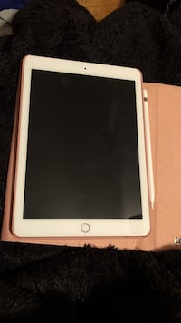 BRAND NEW IPAD FOR SALE. PLUS ACESSORIES