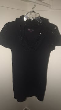 black scoop-neck cap-sleeved shirt El Paso, 79912