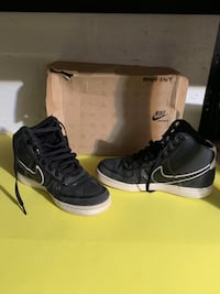 Nike Size 8 Shoes Toronto, M6E 2M4