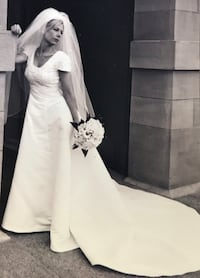 White Classic Wedding Gown for Sale Calgary, T3H 5R5
