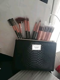 V.S Makeup cosmetic bag with set of  brushes brand Horizon City, 79928