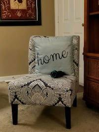 cream and navy blue chair with pillow Flowood, 39232