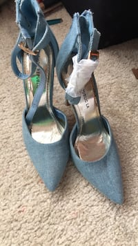 Pair of blue suede pointed-toe ankle strap heels Centreville, 20120