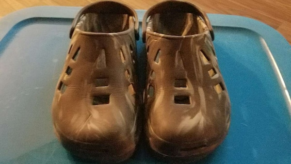5348aa139bd11 brown clogs size 13 mens