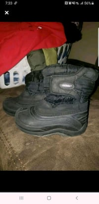 Snow boots size 10 boys