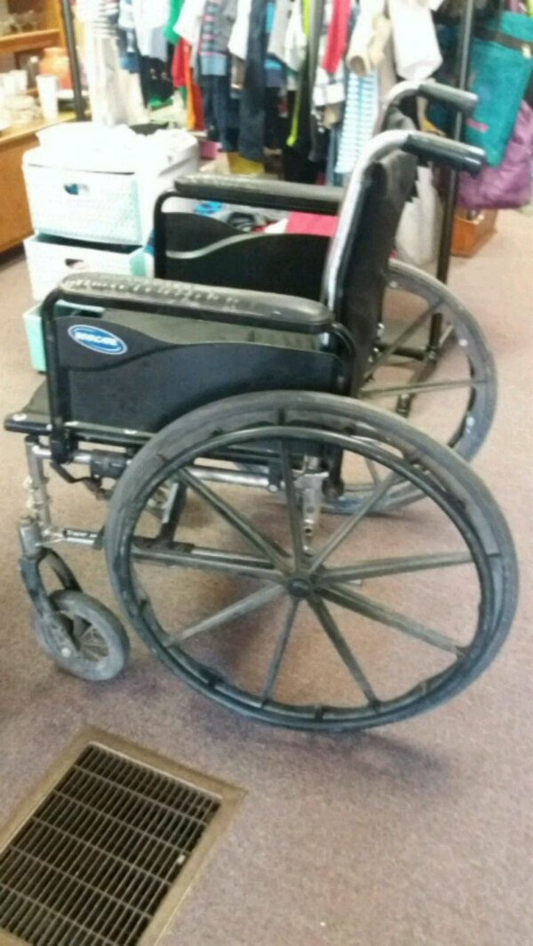 410ee457cc2 Used black and gray Schwinn bicycle trailer for sale in Mount Holly ...