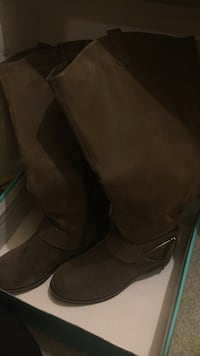 Brand new  brown boots in box Bothell, 98012