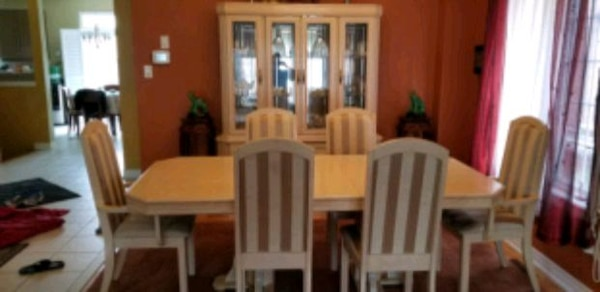 Formal dining set for sale. 56c9f810-1e44-4b18-8807-b0f5d0d0ac07