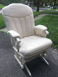 Glider... perfect for a baby's room  North Potomac, 20878