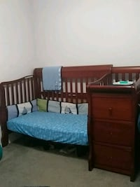 Crib/Toddler bed/Changing table