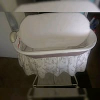 baby's white and gray bassinet Las Vegas, 89103