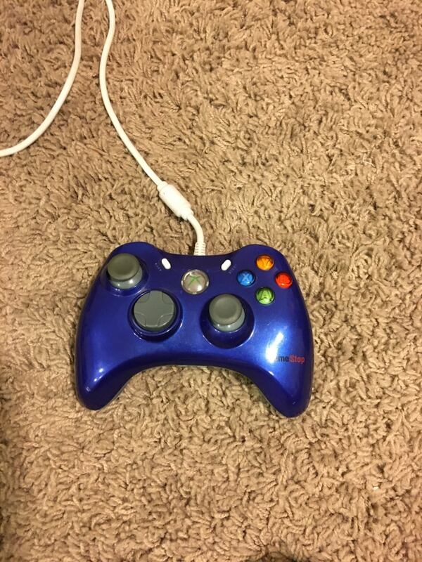 Xbox 360 works perfectly fine comes with games and controller 76147f44-a5b6-4ab0-ad79-7a8d0f12d539