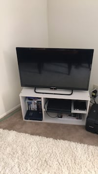 32 Inches Element tv with Tv stand for $200 Clinton, 39056