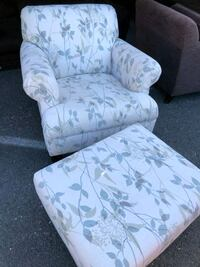Chair and ottoman great condition  Mitchellville, 20721