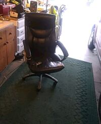 Very comfy office chair with blemeshes new wheels  Redmond, 97756