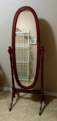 Full Length Standing Mirror (Excellent Condition) Center Point
