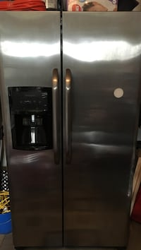 Stainless steel side-by-side refrigerator with dispenser Hamilton, L8E 0C2