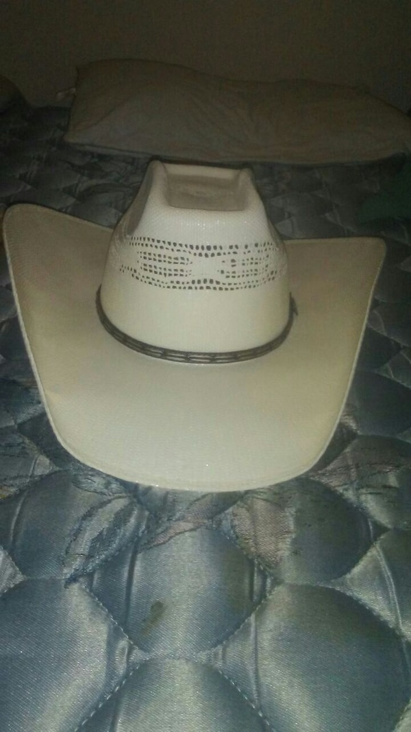 b6045a273dd57 Used white cowboy hat for sale in Lubbock - letgo